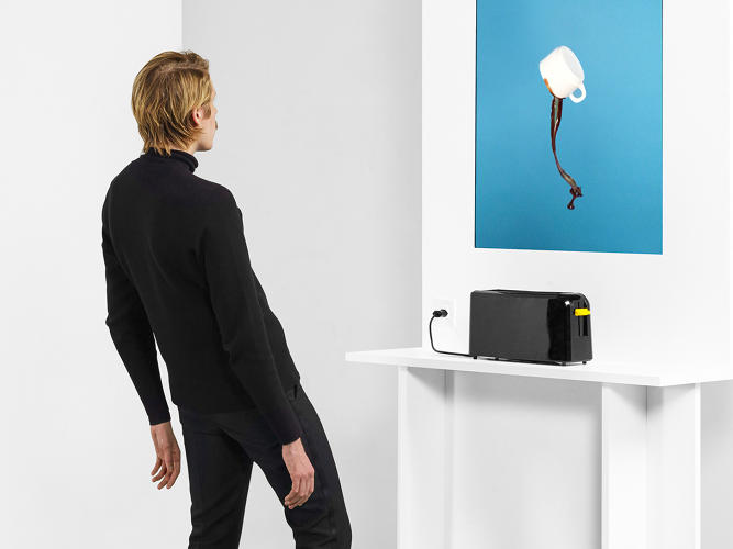 <p>ECAL/André Andrade &amp; Giulio Barresi<br /> A toaster becomes a launching pad for all sorts of objects.</p>