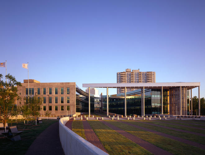 <p>Oklahoma City Federal Building. Fitwel: one-star rated. (Architect: Ross Barney Architects + Janowski)</p>