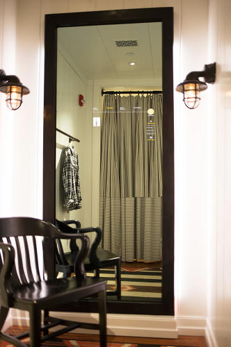 <p>Oak Labs' smart fitting room mirrors have been tested in Polo Ralph Lauren and other stores.</p>