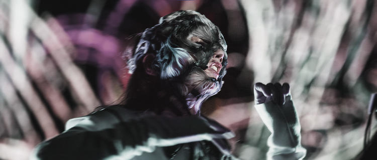 <p>Björk wearing the Stratasys 3D printed mask during the opening performance of her 'BJÖRK DIGITAL' event series, the first-ever event to be broadcast live via 360-degree virtual reality streaming.</p>