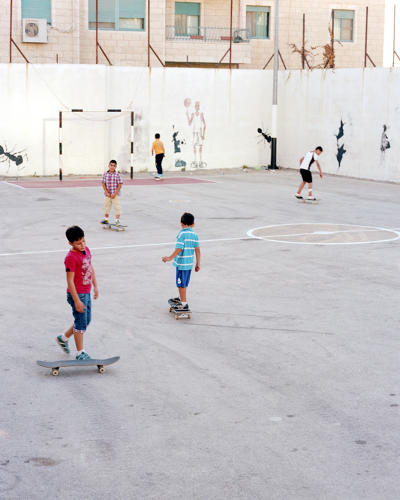 <p>Kids practicing pushing and turning on the flat ground part of the Ramallah space.</p>