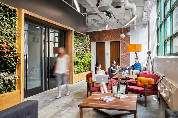 <p>Employees have the option to work in many of the lounges interspersed throughout the office, or at their desks.</p>
