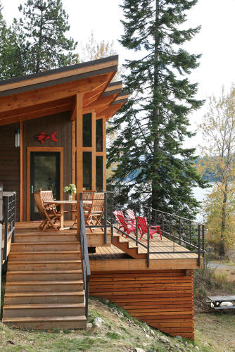 <p>It measures 550 square feet and was built with SIPs.</p>