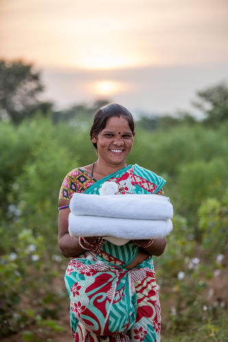 <p>Farms in the Chetna Organic collective do not use pesticides, which creates much safer conditions for workers.</p>