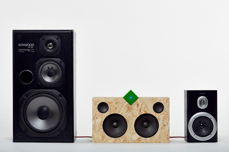 <p>The little cube-shaped amp gives old speakers a second life.</p>
