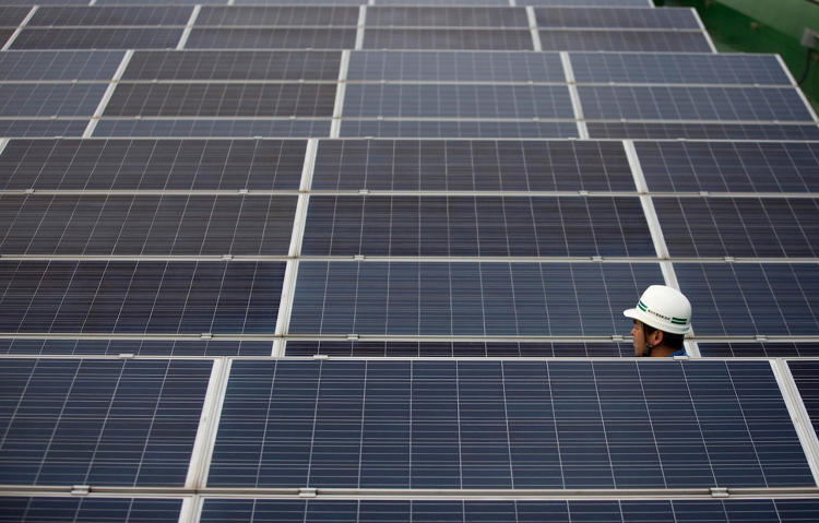 <p>The Yokohama Smart City Project uses Smart Grid technology and solar panels to help cut energy consumption by between 15% and 22%.</p>