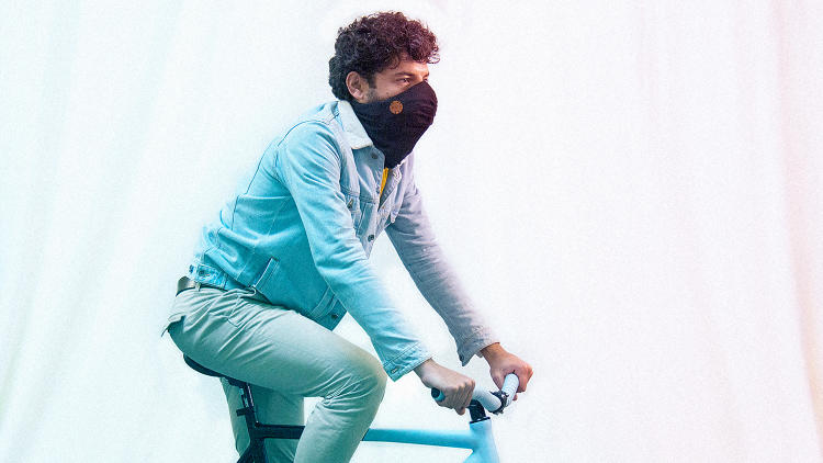 <p>The scarf, which charges via USB, communicates with an app that suggests the least polluted routes to cyclists and pedestrians.</p>